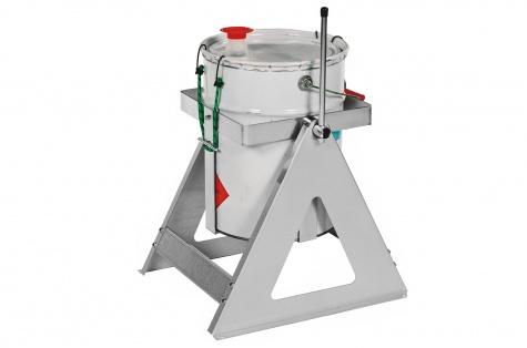 Statīvs kannu/tvertņu pārvadāšanai un iztukšošanai